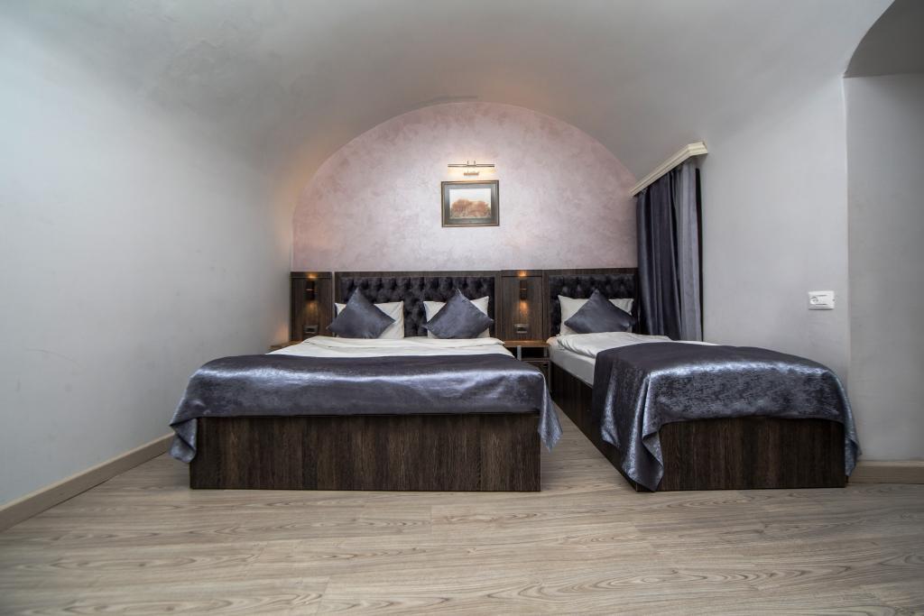 Modern Triple Room